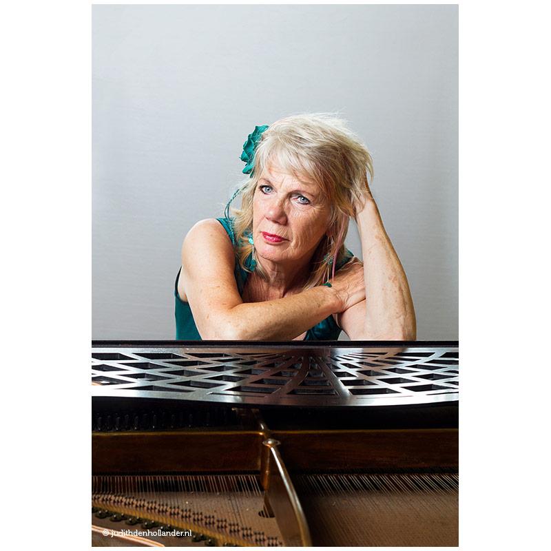 Portretfoto-van-een-pianiste_AF©JDH05231015v3web800