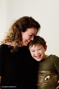 Moeder en zoon | Mooi Familieportret | Fotostudio Judith den Hollander in Haarlem-Noord