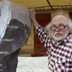 Omgevingsportret van een kunstenaar , aan het werk in Durbuy.