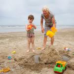 Senior and junior on the beach - beach fun _MG_8198Eweb