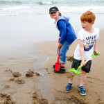 Strandplezier | boys active on beach, having fun _MG_8350web