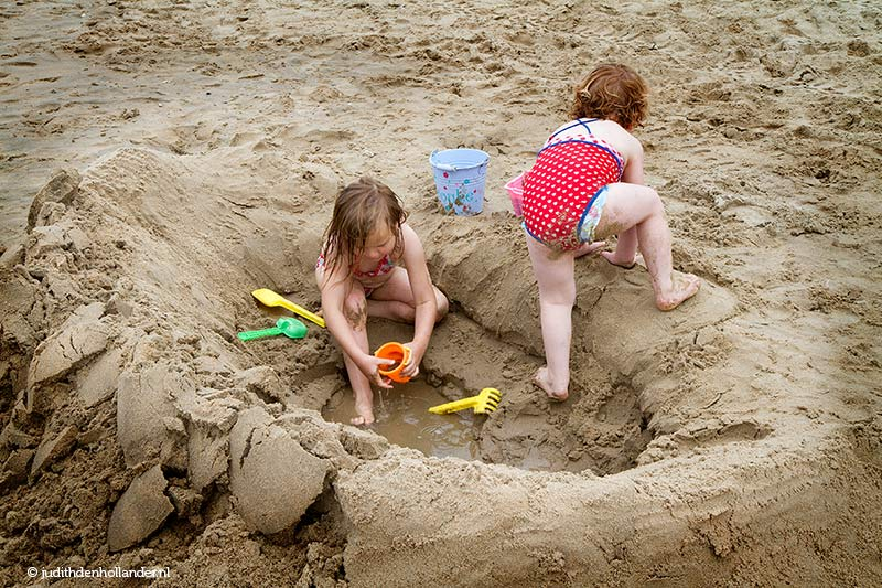 Children (girls) on the beach _MG_8369web