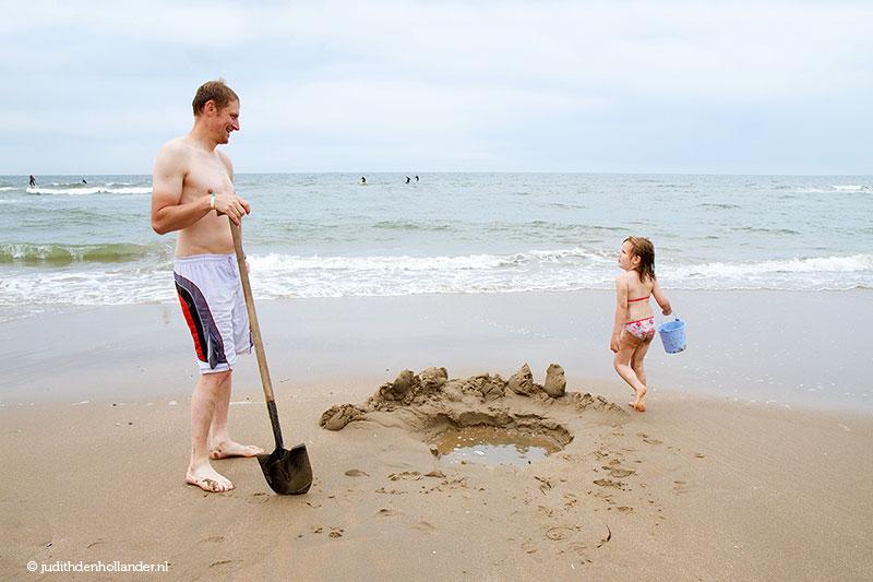 Goede portretfoto? Spontane opname van vader en dochter op het strand (_MG_8371Eweb).