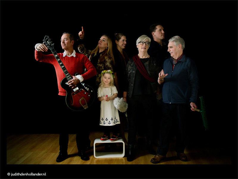 Een speciaal familieportret, klassieke eigentijdse portretfoto | Familieportret modern | Studio JDH (Haarlem, Maastricht).