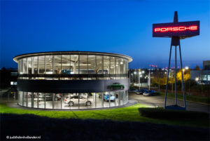 Architectuurfotografie - Porsche Showroom Maastricht Airport - Judith den Hollander fotografie