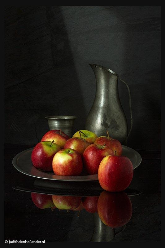 Still Life Fine Art Food | Stilleven met appels op een tinnen bord, met kan en beker | Fine Art foto serie Judith den Hollander