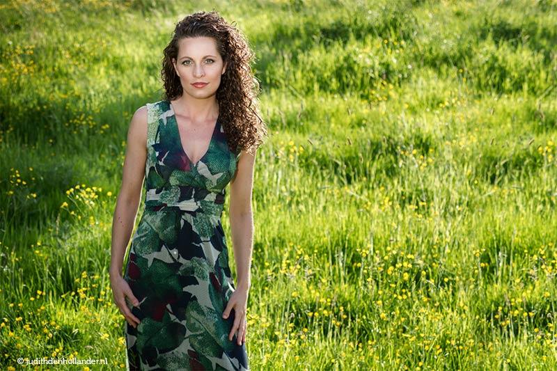 Eigentijds portret | Openlucht Fotoshoots geschikt voor Lifestyle Familie foto's, Verlovingsshoots, Glamour-Style Portretten | Fotografie Judith den Hollander.
