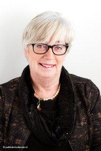 Mooi portret van een seniore vrouw | Daglicht - Fotografie J. den Hollander (Haarlem, Hasselt, Maastricht