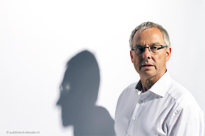Portret met creatief licht / schaduw | Fotografie Judith den Hollander.
