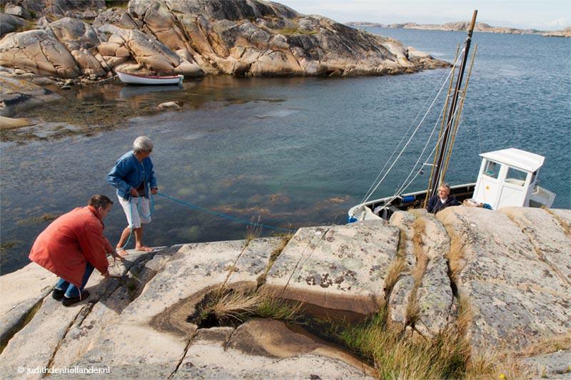 Hamburgsund, båt och fisketur. Fika på en ö.