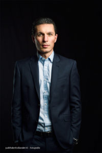 Een goed zakelijk portret | Executive | Suit | Manager in pak, studioportret | Portretfograaf Judith den Hollander (Maastricht, Haarlem).