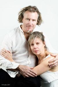 High key-ish dubbelportret van man en vrouw | Studioportret | Portretfotograaf Judith den Hollander.