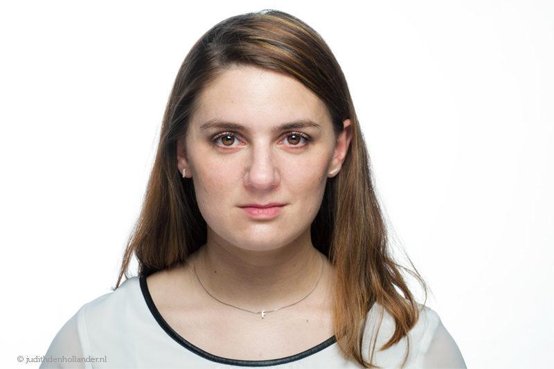 High Key Beauty portrait | High key beauty portret van een jonge vrouw | Studio JDH portretfotografie Maastricht en Haarlem.