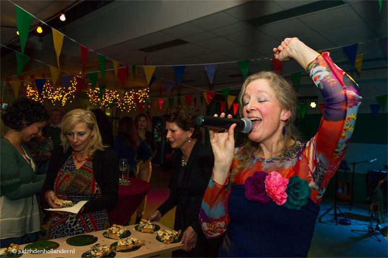 Podiumportret. Fotoreportage. Pia Brand's optreden in Meerssen.