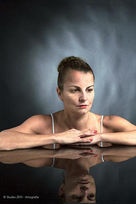 Autonomous and Art   Serie 'Tableau Vivant'   Fotoshoot met model   Reflecties.