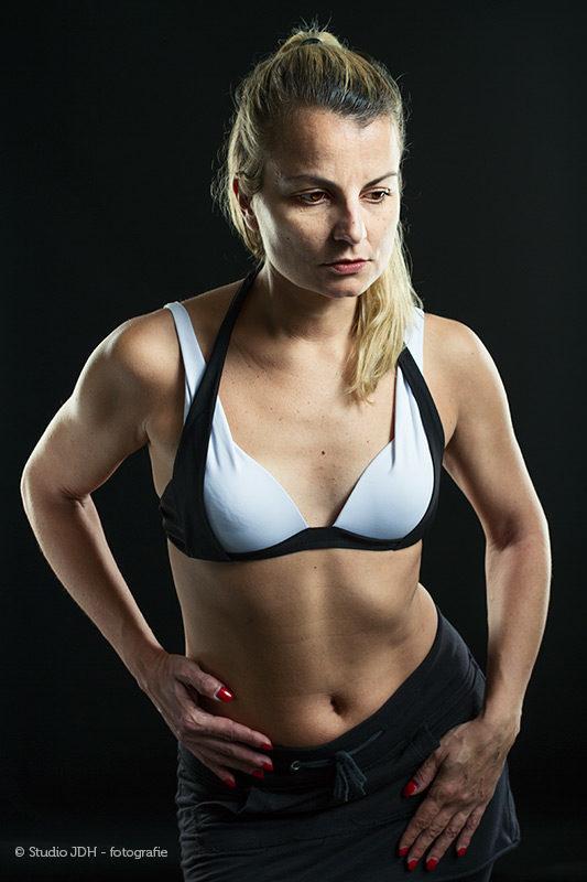 Swimwear en Fitness Fotoshoot met model Eva in de fotostudio. Fotograaf Judith den Hollander, Maastricht en Haarlem.