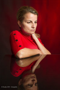Speciaal Portret, Kleurrijk Rood plus Reflectie | Studio JDH, Maastricht en Haarlem - fine art portretfotografie.