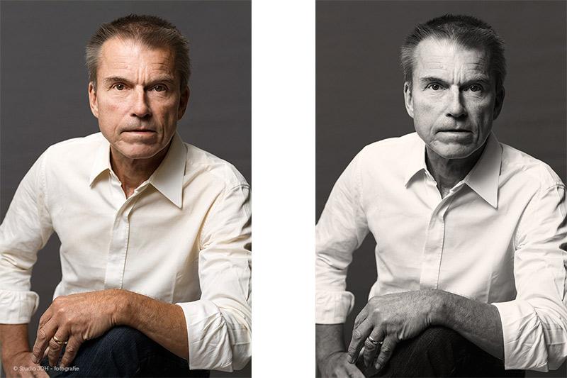 Zakelijk Portret met wat dynamiek. Man met wit shirt voor grijze achtergrond. Gemaakt op locatie met mobiele Studio JDH.